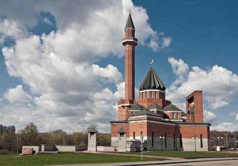 Memorial Moschee in Moskau, gesehen bei einer herbstlichen Motorradtour in Russland