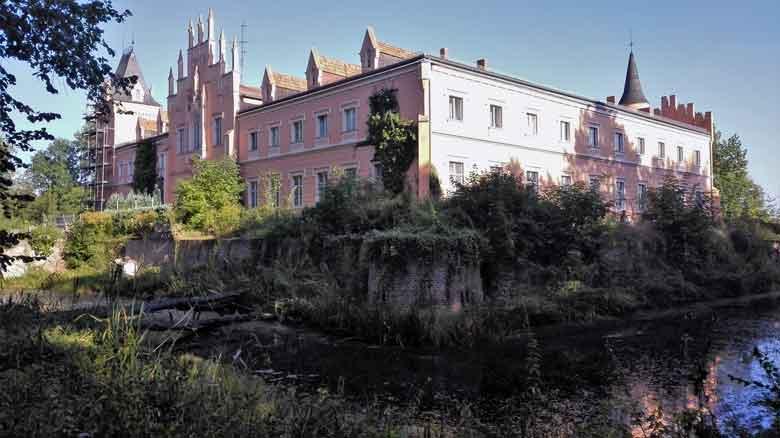 Seitenansicht Wasserschloss Gusow bei Seelow, Landkreis Märkisch-Oderland in Brandenburg