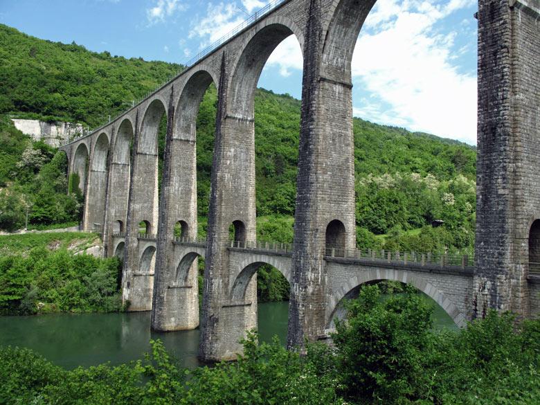 Eisenbahnbruecke Viaduc de Bolozon über die Gorges de l'Ain