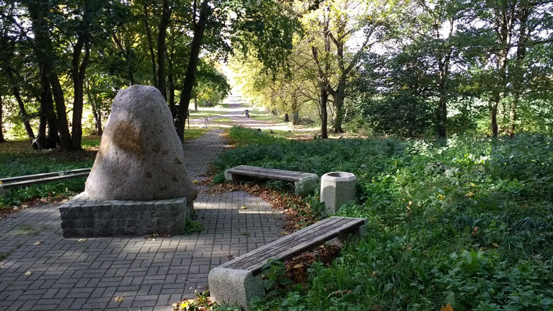 Gedenkstein für die Schlacht bei Zorndorf (Sarbinowo) im Siebenjährigen Krieg, besucht bei einer Motorradtour in die Neumark