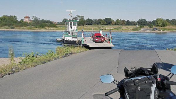 Motorradtour durch die Altmark: Elbfähre bei Sandau