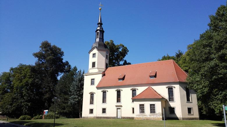 Pöppelmann-Kirche Lebusa mit einer Orgel von Gottfried Silbermann in Lebusa, Landkreis Elbe-Elster, besucht bei einer Motorradtour zu Architektur und Musik in Brandenburg
