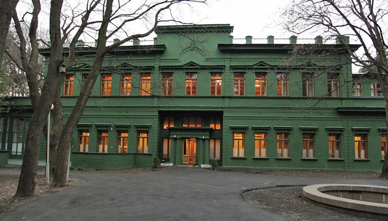 """Josef Stalins Datscha """"Grüner Hain"""" in Kunzewo (Moskau), besichtigt bei einer herbstlichen Motorradtour in Russland"""
