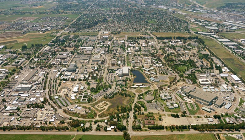 Luftaufnahme des Lawrence Livermore National Laboratory in 7000 East Ave, Livermore, CA 94550, USA