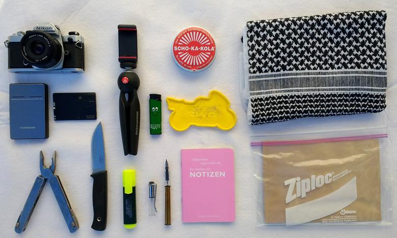 Was gehört in den Tankrucksack? 14 Gegenstände zum Standardinhalt eines Tankrucksacks