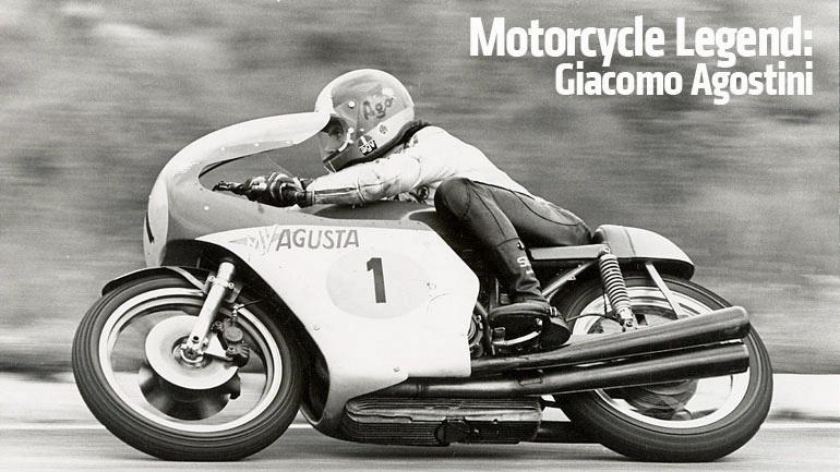 Giacomo Agostini auf einem Rennmotorrad mit Startnummer 1