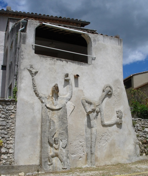 Max-Ernst Reliefs an seinem Haus in St-Martin in der Ardèche