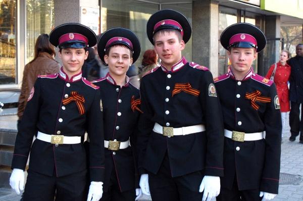 Kadetten der Suworow Militärakademie in Russland bei der Siegesfeier am 9. Mai