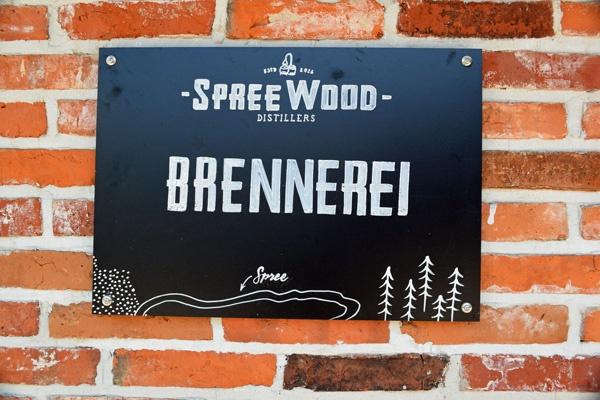 Firmenschild an der Whiskybrennerei Schlepzig (Spreewald)