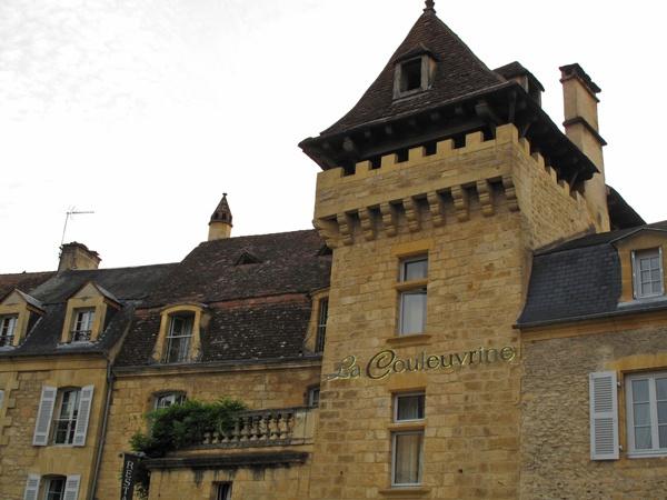 Ärgernisse auf der Motorradtour: Turmzimmer im Hotel in Sarlat-la-Canéda in Südwestfrankreich
