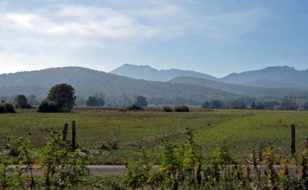 Garonnetal mit Pyrenäenpanorama zwischen Bagnères-de-Luchon und Toulouse auf einer Motorradtour Südwestfrankreich Teil 2