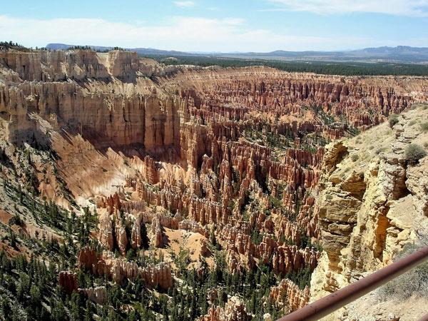 Rote Felsen im Bryce Canyon, Utah, besucht bei einer Motorradtour durch die Rocky Mountains