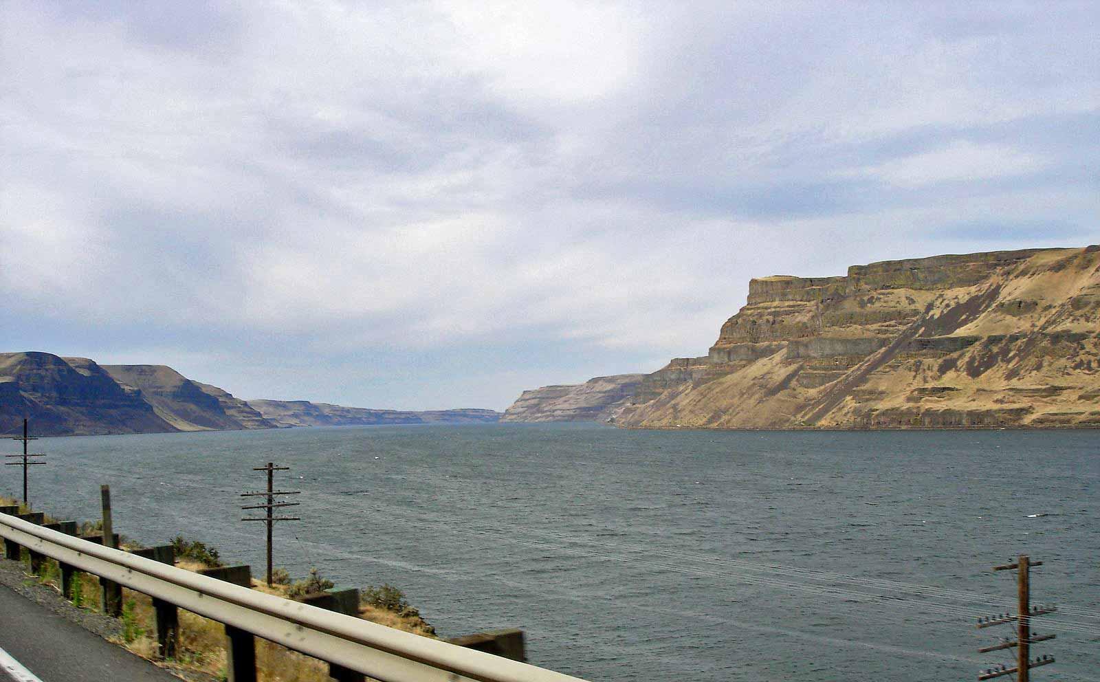 Columbia River Grenze zwischen Washington State und Oregon, von der Straße aus gesehen