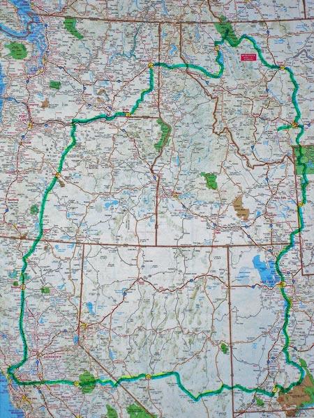 Karte mit der Gesamtstrecke einer Motorradtour durch die Rocky Mountains durch die Staaten Kalifornien, Nevada, Utah, Wyoming, Montana, Idaho, Washington und Oregon