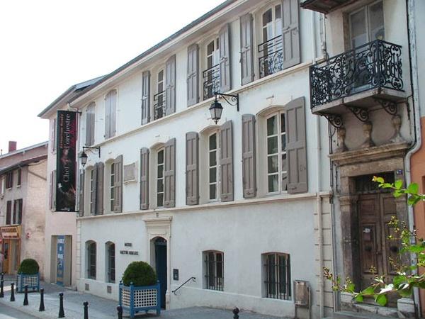 Geburtshaus von Hector Berlioz in La Côte Saint-André südlich von Lyon, besucht bei einer Motorradtour durch den winterlichen Vercors