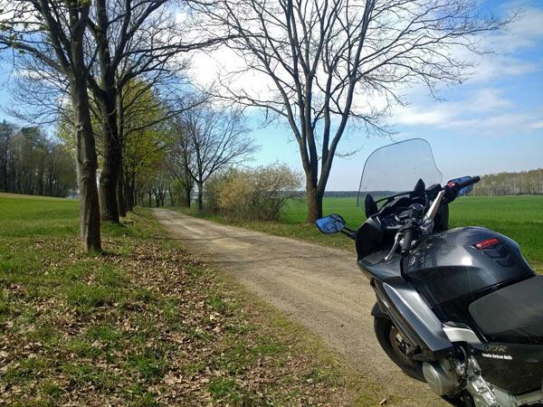 Feldweg bei Kolpien bei einer Motorradtour zur Dahmequelle