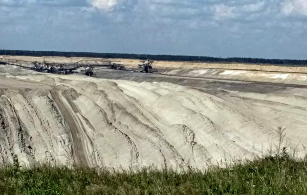 Tagebau Jänischwalde mit Förderbagger