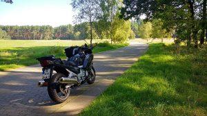 FJR 1300 auf einem Plattenweg im Müritz Nationalpark