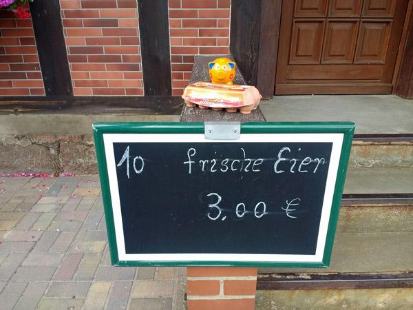 Kulinarische Motorratouren: Eierverkauf auf dem Land
