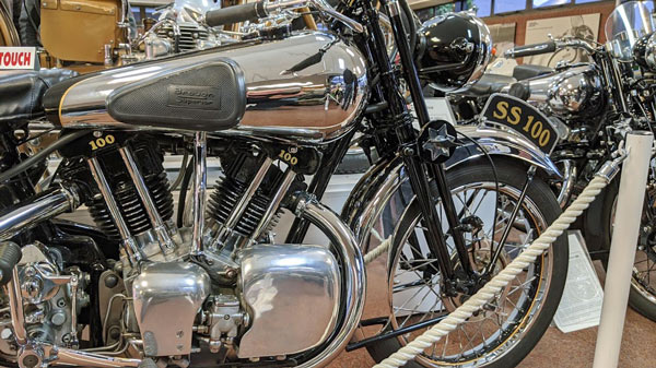Brough Superior SS 100 in Teilansicht