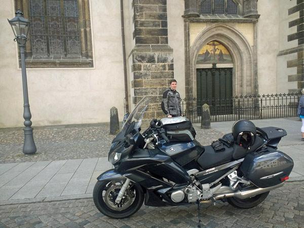 Motorrad FJR 1300 vor der Schloßkirche in Wittenberg