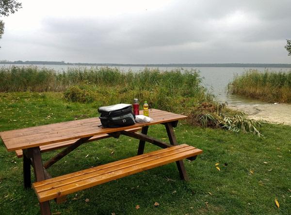 Picknickbank am Ufer des Arendsees