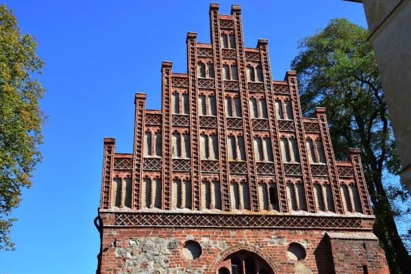 grosse runde brandenburg: giebel der klosterkirche heiligengrabe
