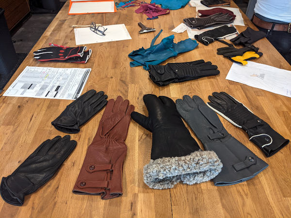 motorradtour erzgebirge: auswahl handschuhe fuer oldtimer-fans