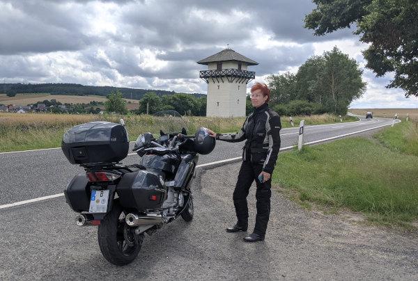 limesturm idstein mit motorrad und fahrerin