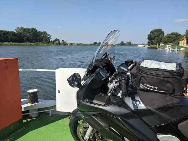 ueberfahrt motorrad mit havelfaehre bei pritzerbe